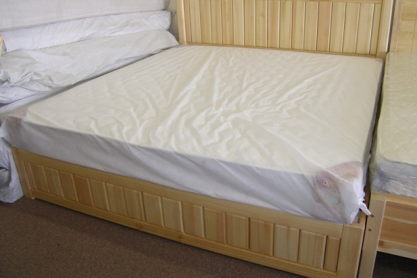 Solid pine bed SM-001